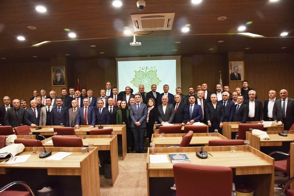 VALİ DR. OZAN BALCI'DAN İL GENEL MECLİS ÜYELERİNE PLAKET